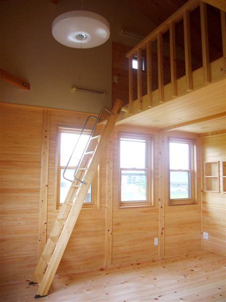 2室続く子供室は、高い勾配天井で開放感いっぱいの伸びやかな空間を演出。健やかな成長を予感させる。