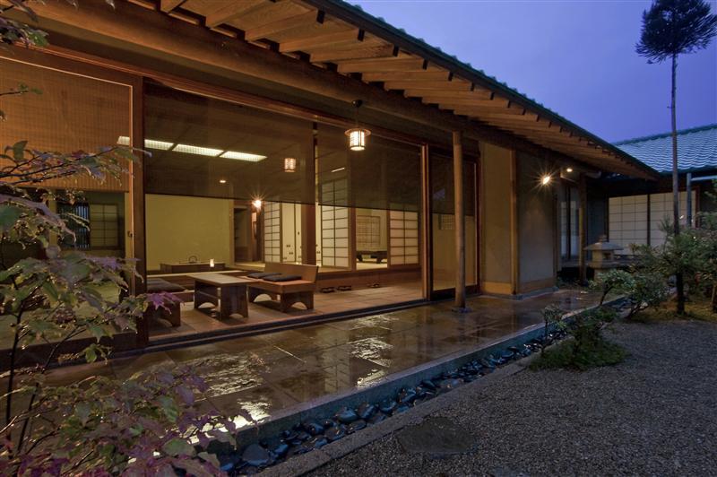 日本建築の英知の結集で完成した住まいは、普遍的で飽きる事がありません。