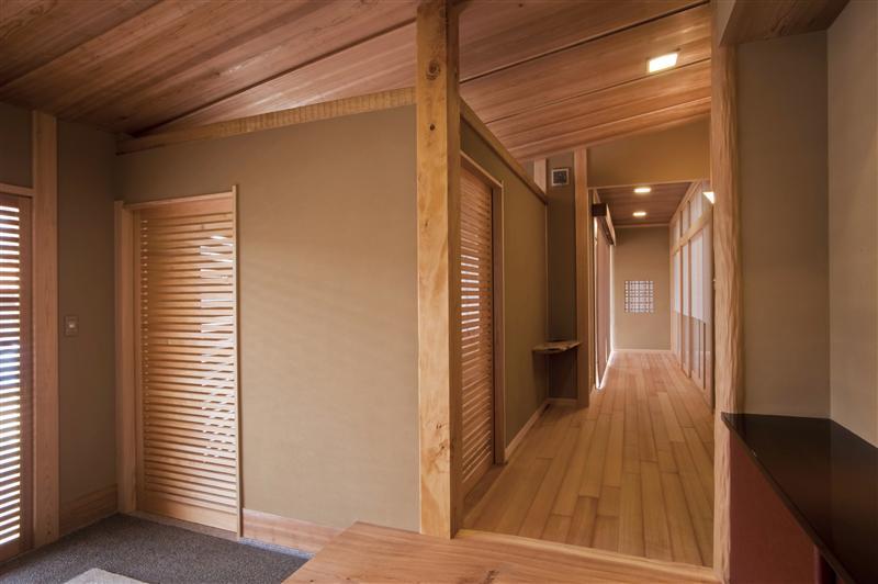 透き通った風と光が、木づくりの家に入る時、住む人の心をどこまでも純粋にしてくれます。