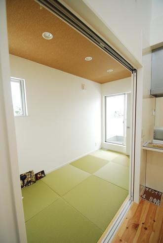 ダイニング横の和室。
