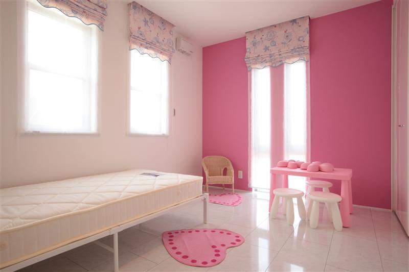 女の子の子供部屋です。