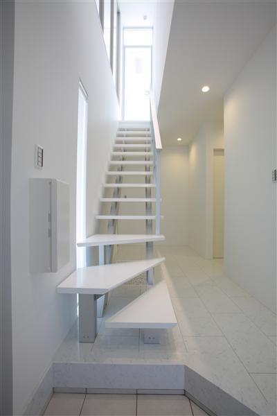 階段です!下の玉砂利の下にはLED照明を埋め込み夜はライトアップします。