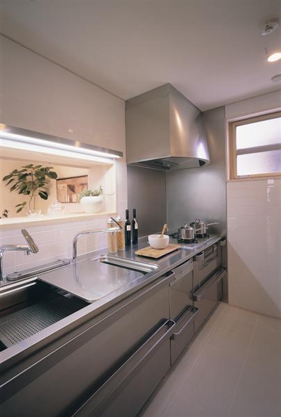 オリジナリティーのあるキッチンが良く合い、収納力も抜群。