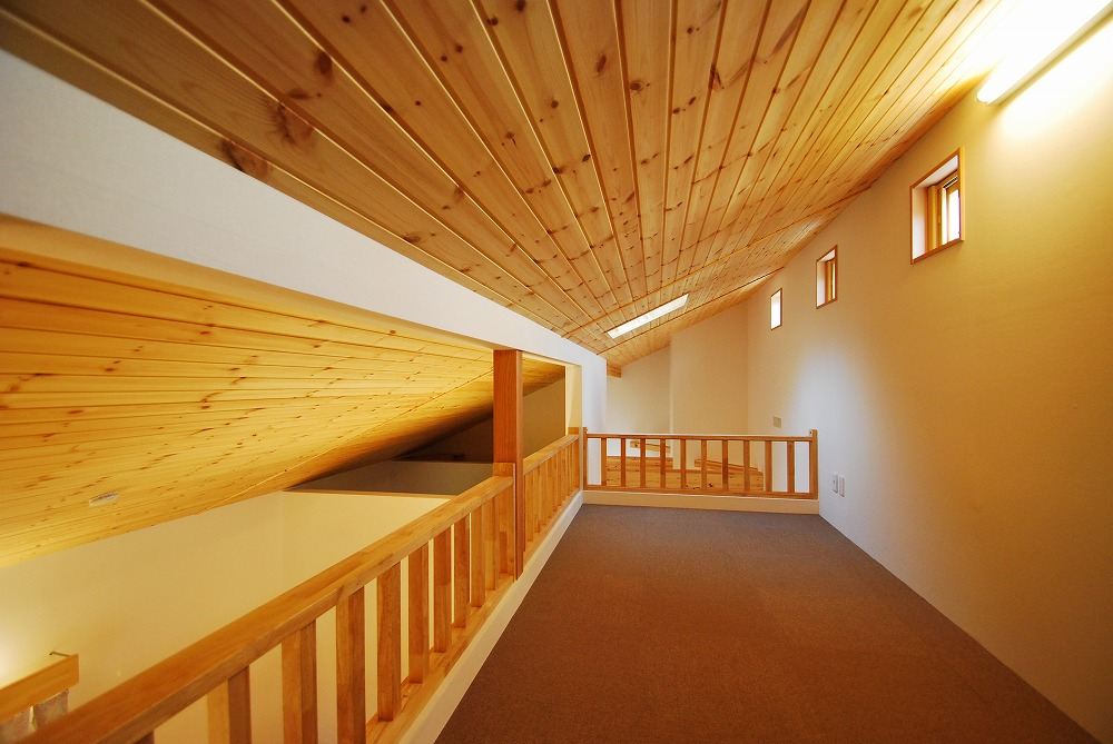 寝室から上がるロフトは、ご主人の隠れ家で趣味の部屋です!