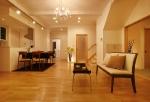 ダイニング・キッチン・和室などの1階のパブリックフロアの中心に位置し、家族が自然に集まるリビング。