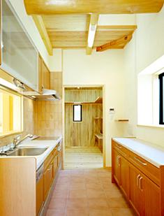 オール電化住宅でIHなのでキッチンにも無垢材が使用できます。