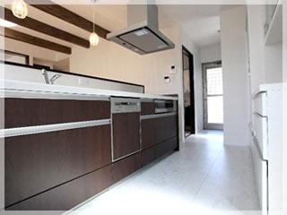 徹底的に動線を追求したキッチン。左奥には水回りが並んでいるので、家事の負担が軽減されます。