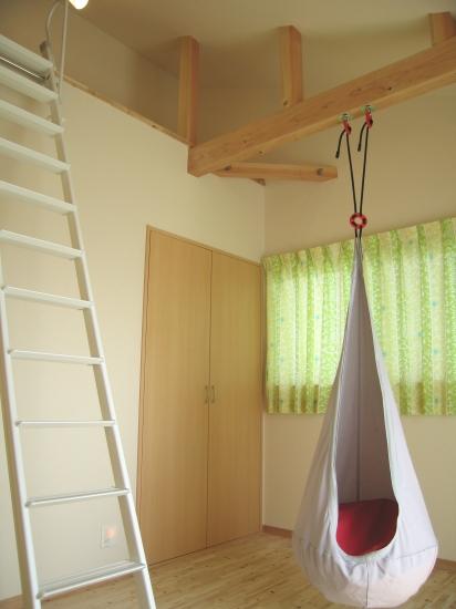 子供部屋の天井を高く