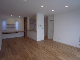 とにかく床材には、最後まで妥協はしません!!お好きな色合いの床材と出逢うまで、何度も足を運びました♪