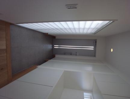"""""""収納スペースはしかっり確保したい!!""""というI様のご希望♪ ベビーカー置き場も考えられた玄関収納部です☆ 光を取り入れたいカーテンにもこだわりがあります(*^^)v"""