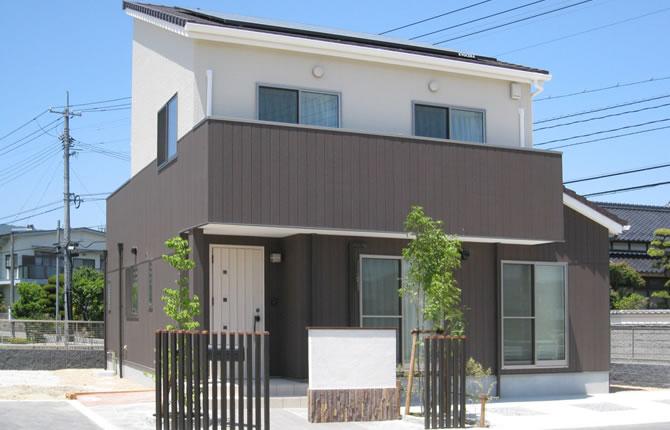 髙山産業株式会社『空間が自慢の勾配天井。太陽光発電+床暖房のエコ住宅』