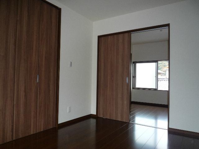 2階の和室は約4.5帖と約6帖の洋室になりました。 ウォークインも約1.5帖とたっぷりと収納できます!