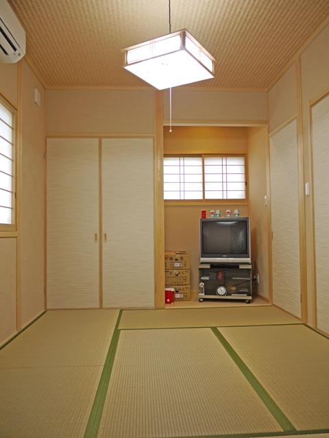 障子や襖を用いた本格和室。日本人ならではの落ち着いた空間です。