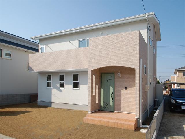 有限会社まきび住建『「かわいい」にこだわったピンクの多層住宅』