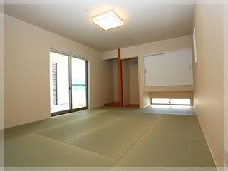 【和室】1F部分には、広々和室!吊り押入れにし海側からの光と風を取り入れ放題。