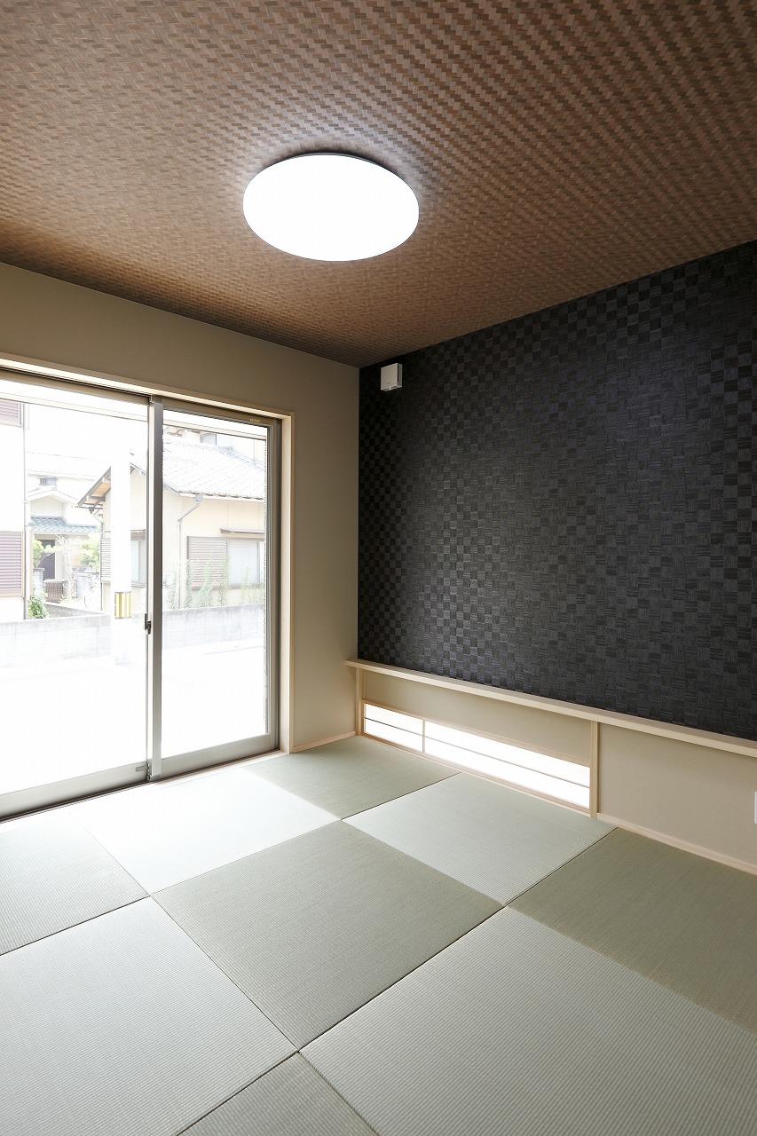 和室も個性豊かに仕上げている。和にこだわりながら、それだけにとらわれない自由な色づかい