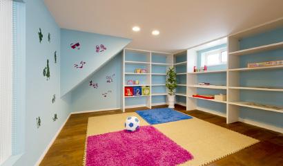 スキップ収納は収納スペースだけでなく、小さなお子様の遊び場所など、多様な用途に対応できます。