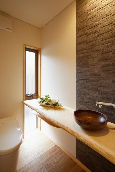 トイレも和の雰囲気が漂う