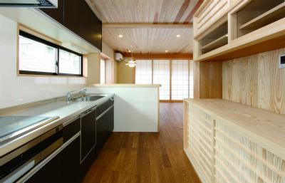 職人手作りの杉板の水屋