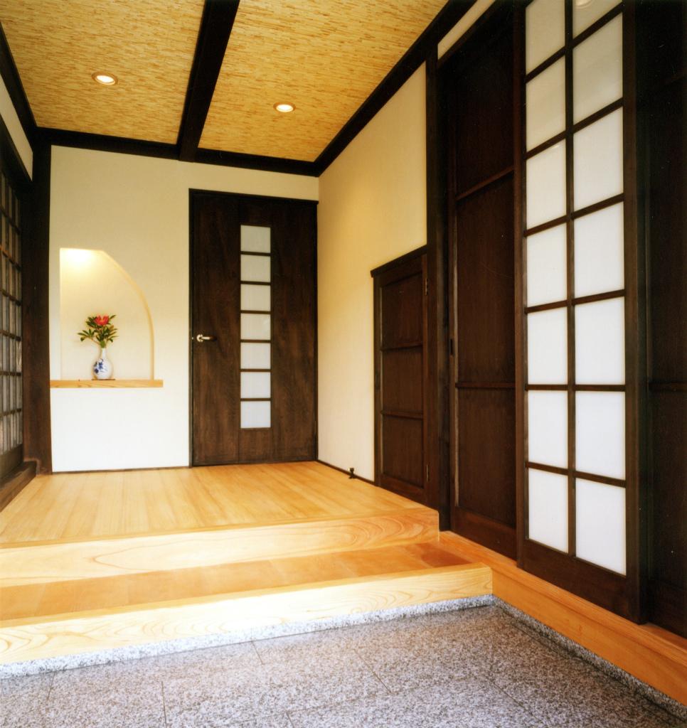 引き戸と開き戸を組合せ建具。