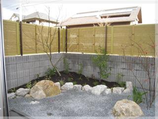 和室から見た坪庭。安らぎの空間を演出します。