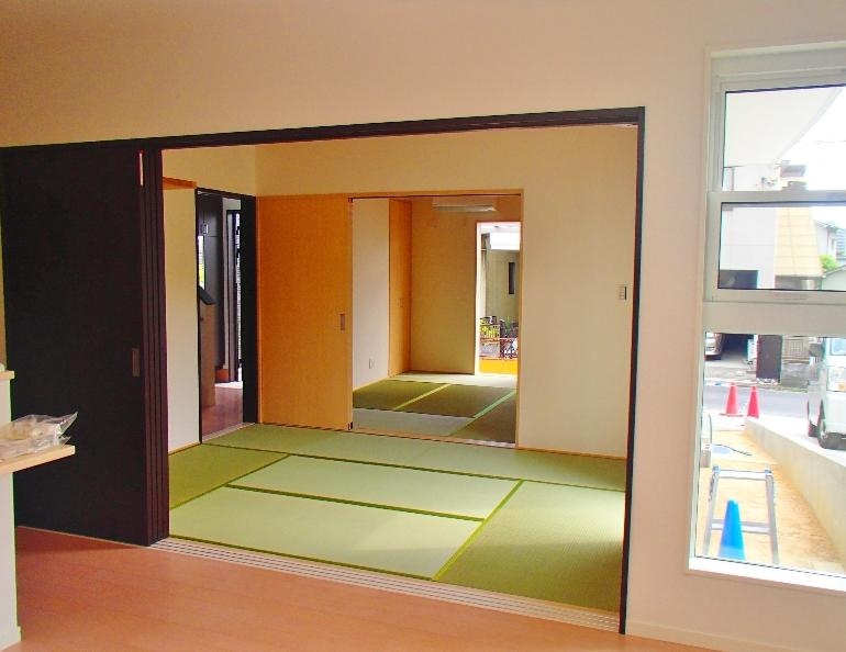 ダイニングから見た和室の続き間です。かなりクールです!