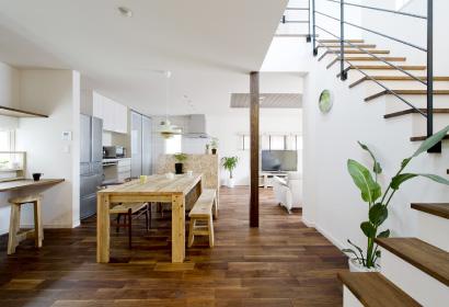 LDKはそれぞれが思い思いの時を過ごしていても家族の気配を感じられる一体空間で設計されています
