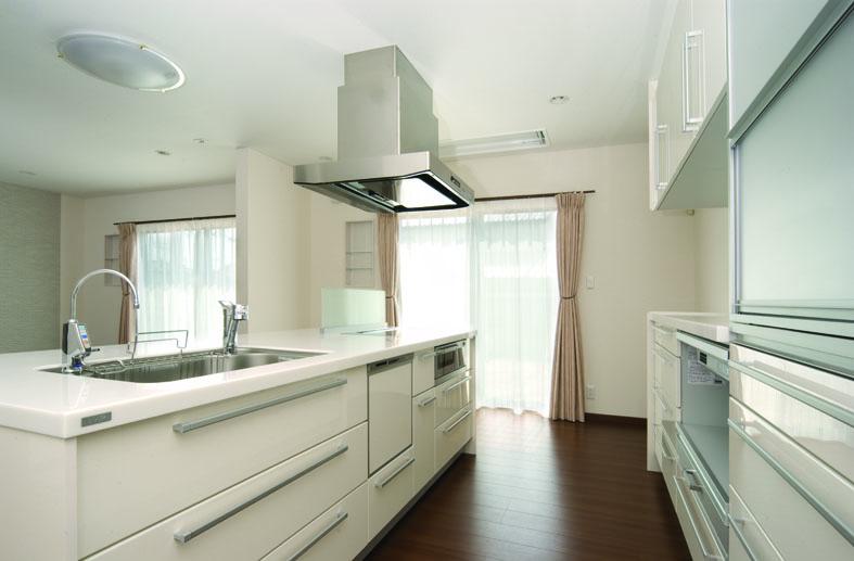 白ですっきり統一されたキッチン
