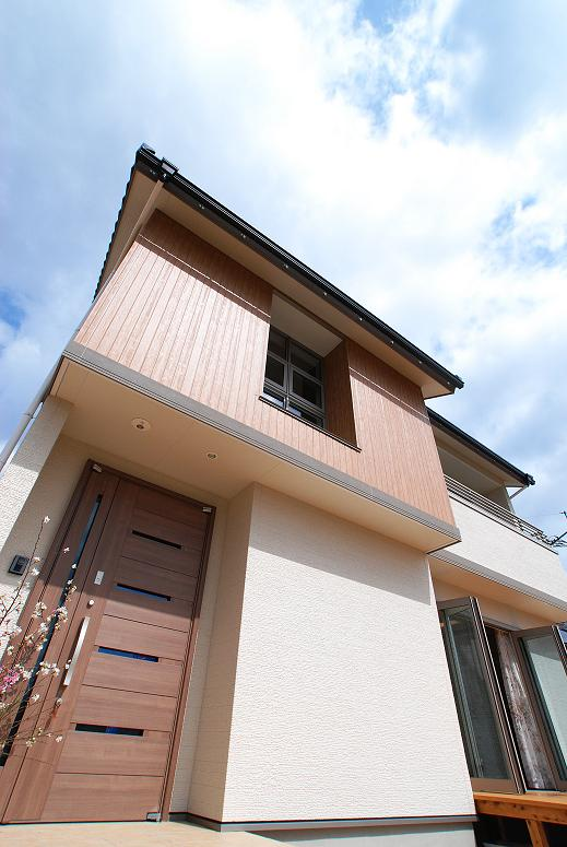 株式会社生行建設『シックな色調が落ち着くリビング内階段の家』