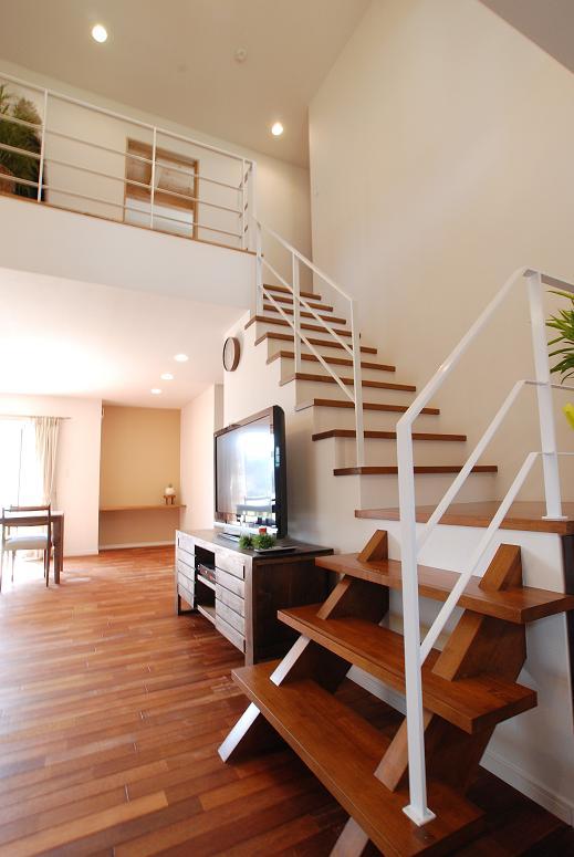 リビング内階段で、家中どこにいても家族の気配が感じられます。