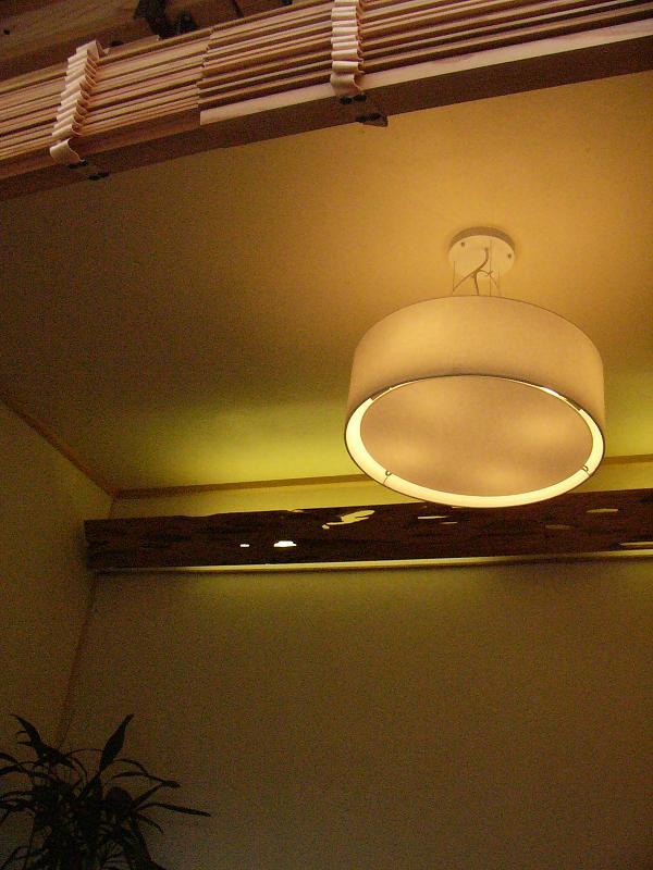 照明の暖かい光が、やさしい雰囲気にしてくれます。