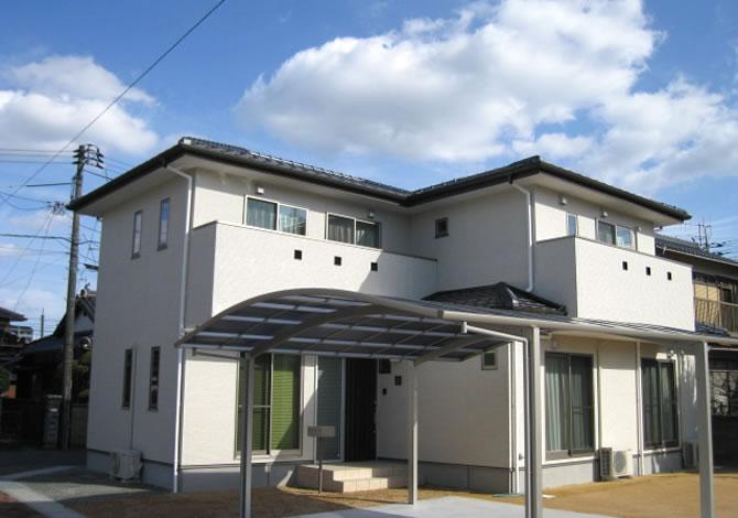 髙山産業株式会社『どっしりと構えた寄棟のシンプルナチュラルの家』