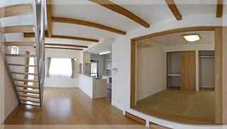 【LDK】22帖の開放的なLDK!右は6帖の和室!30cm高くし床下収納を設けました。