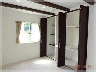【主寝室】大きなクローゼット!収納スペースも充実。