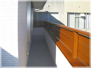 2階をぐるりと取り囲むようなベランダがよりいっそう広さと余裕を感じさせます。