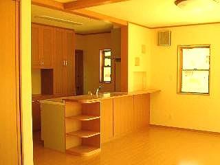 本場府中家具職人の手作り、造り付けの食器棚とコーナーカウンター等、奥様こだわりのキッチン。