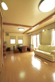 100%天然素材の塗壁と梁を使った安心で健康的なLDK。