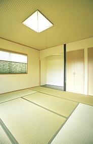 落ち着いた佇まいの和室。