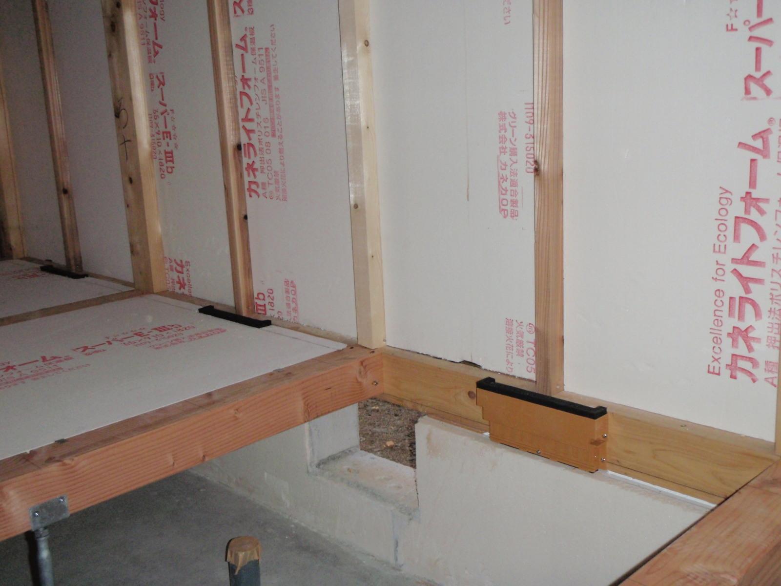 断熱材は、65ミリ。床下空気の装置です