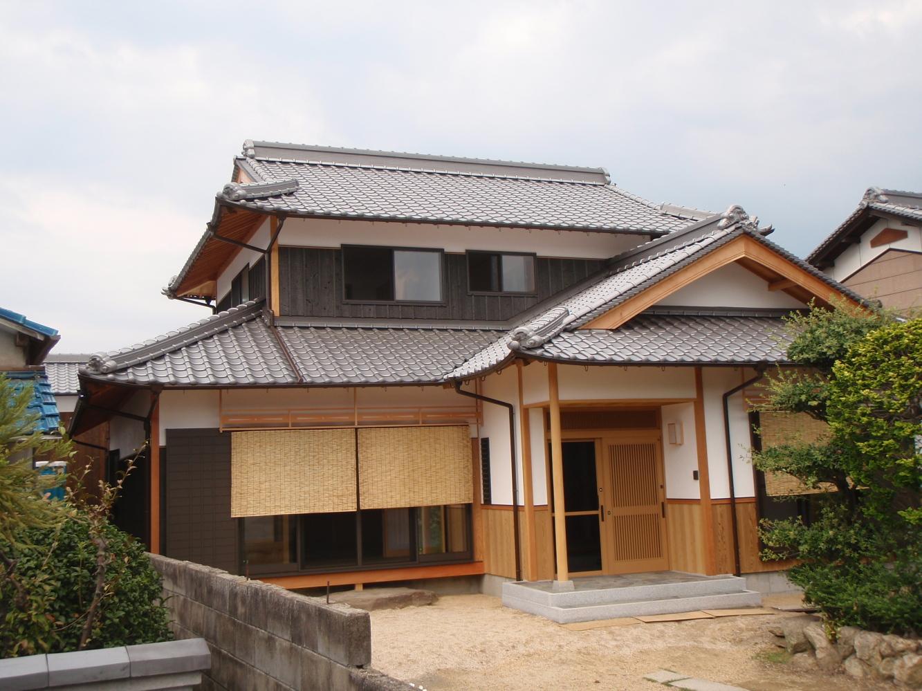 有限会社吉弘建設 『土壁+焼き板+日本瓦の家』