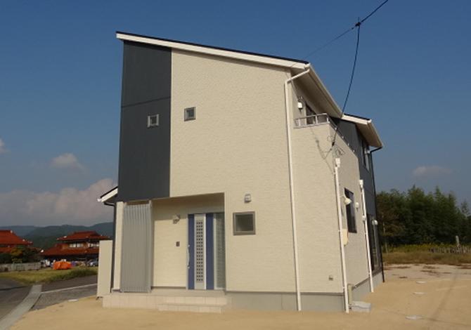 髙山産業株式会社『スタイリッシュな外観ロフト付の家』