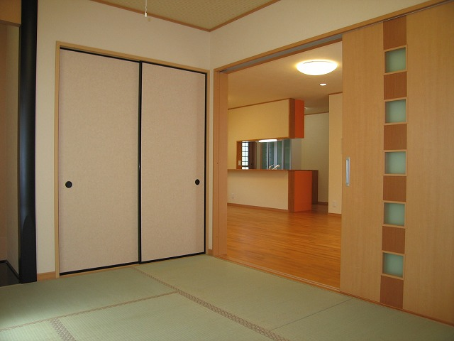 和室からLDKを見た所。3枚の引き込み戸で開放感一杯!