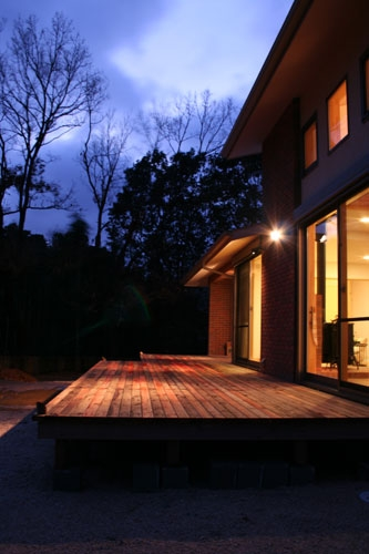 株式会社トピア『森の中の暖炉のある家』