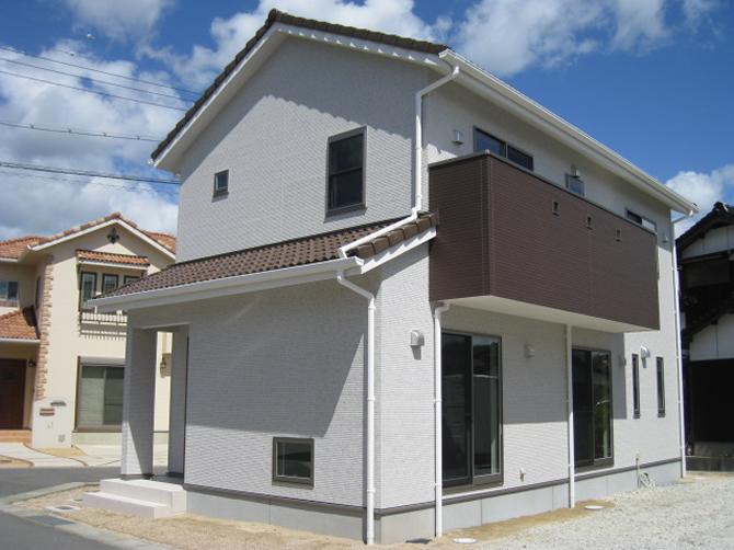 髙山産業株式会社『家族が集う採光を取り込むシンプルデザインの家』