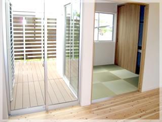 リビングの隣は和室。掃き出し窓からはウッドデッキに出られます。