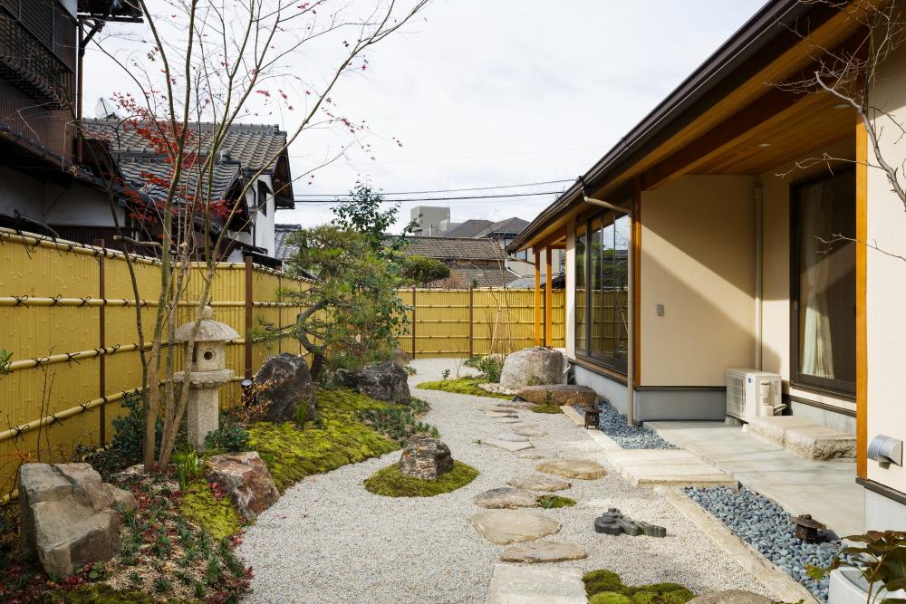 設計工房枻株式会社 『ロの字の中庭のある2世帯住宅』