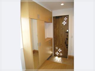 デザインを強調したかわいい玄関ドア♪