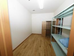 収納家具を設置して衣装部屋にも出来ますし、広さ約6畳もあるので最近のマンションによく見られるサービスルームとして...など幅広い用途でお使いいただけます☆