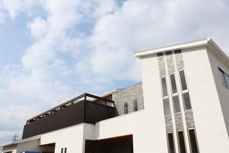 株式会社デザイナーズハウス木屋 『石調タイルが美しい2世帯住宅』