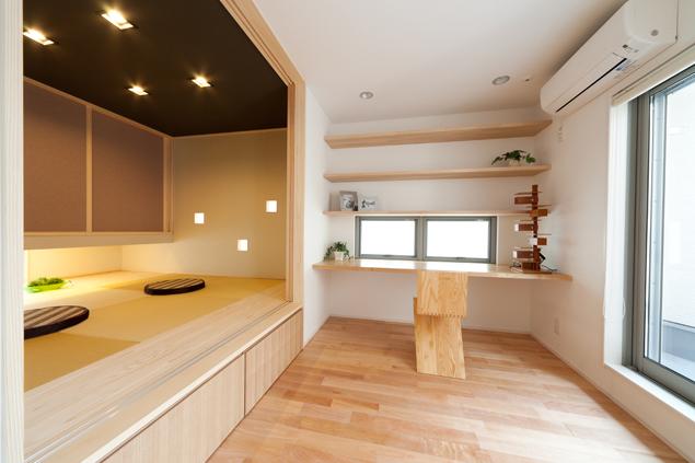 1階には主寝室とお風呂などの水回り、スキップ下の物置等を配し、使い易く機能的な空間としました。